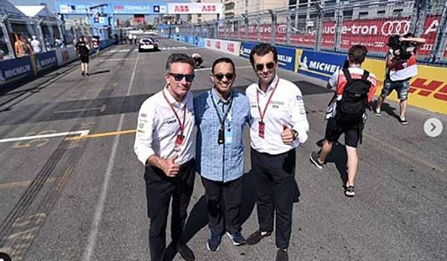 Anies Baswedan poses with FIA Formula E CEO Alejandro Agag (left) and Formula E co-founder and COO Alberto Longo (right) in Brooklyn, US. Instagram/@aniesbaswedan
