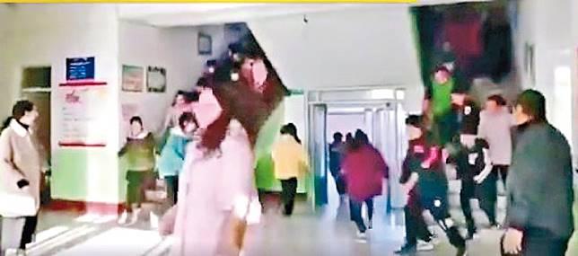 唐山市玉田縣一間小學的學生需即時撤離。