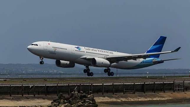 Pesawat Garuda Indonesia [shutterstock]