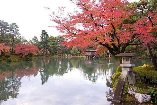 兼六園是江戶時代具代表性的迴遊林泉式庭園,現為日本三大名園之一。(互聯網)