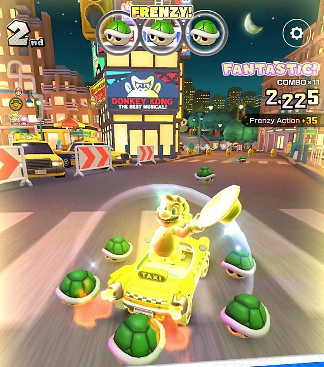 善用紅龜、綠龜等道具,以及新增的Frenzy Mode來搶佔領先位置。(互聯網)