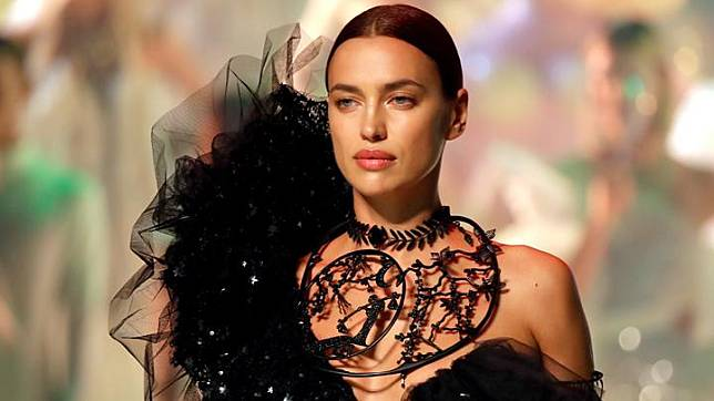 Hubungan Irina Shayk Kanye West Dari Model Video Klip Hingga Fashion Show Yeezy Tempo Co Line Today