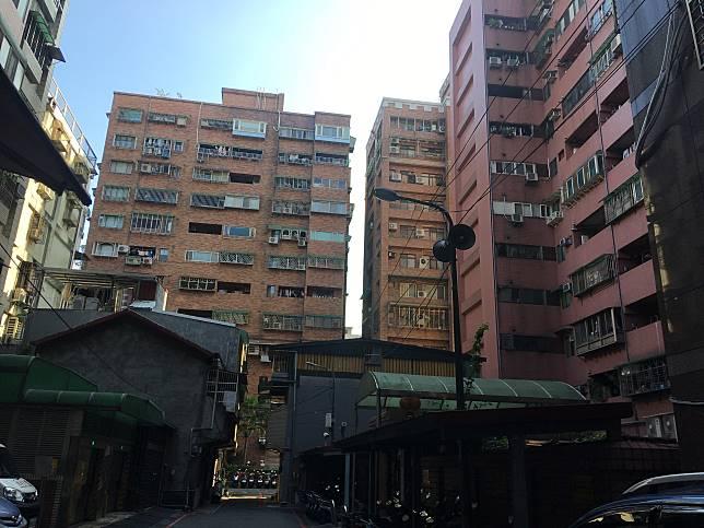 ▲有些舊大樓或公寓並無管委會制度,但若社區有須修繕之處,所有住戶須共同負擔。(圖/信義房屋提供)