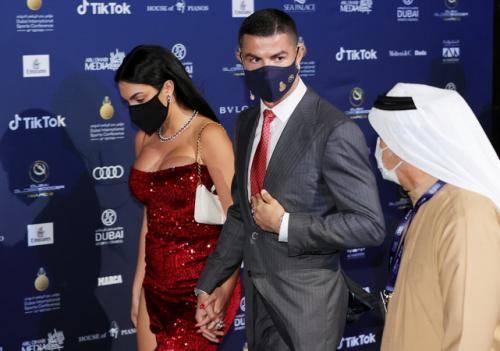 Pacaran dengan Cristiano Ronaldo, Georgina Rodriguez Malah Pamer Pose Menggoda dengan Pria Lain