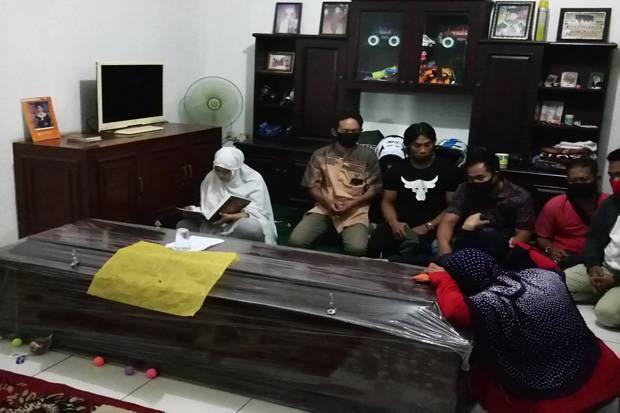 Ketegaran Kekasih Editor Metro TV yang Tewas Dibunuh, Setia Mengaji Tanpa Henti