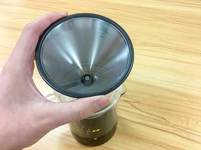 咖啡杯附有不銹鋼濾杯,至啱喜歡手沖咖啡的朋友。