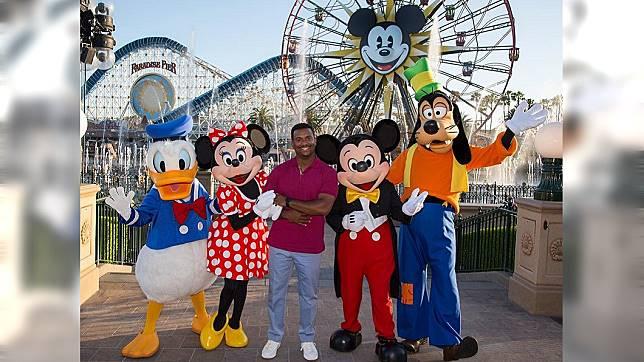 迪士尼號稱「世界上最快樂的地方」。圖/翻攝Disneyland臉書