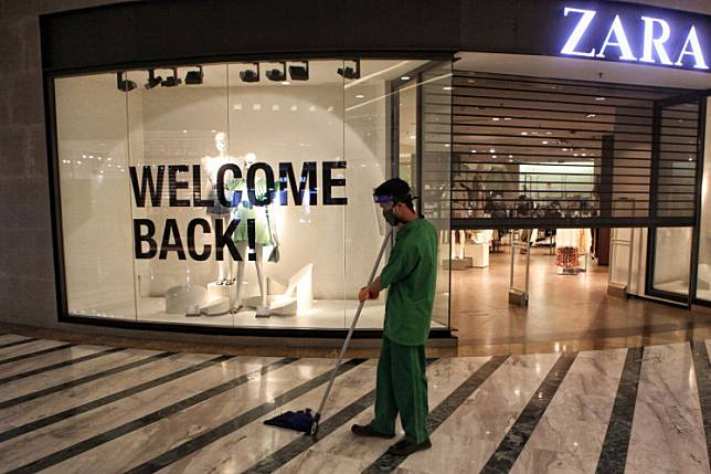 A janitor sweeps the floor at Central Park Mall in Jakarta on June 3. Malls across Jakarta are operating under a new normal as the third phase of large-scale social restrictions ended on June 4.