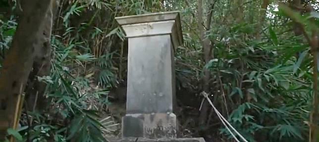 香港子午線南標記石柱位於灣仔寶雲道山坡,非常隱蔽。(天文台「氣象冷知識」影片截圖)