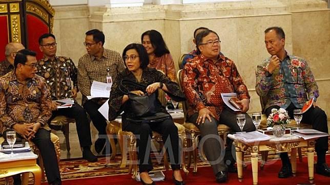 Menteri Kabinet Kerja mengikuti Sidang Kabinet Paripurna yang dipimpin oleh Presiden Joko Widodo bersama Wakil Presiden Jusuf Kalla di Istana Negara, Jakarta, Kamis 3 Oktober 2019. Menurut Jokowi, dalam lima tahun ini banyak yang telah dilakukan para menteri dalam memajukan serta membangun Indonesia. TEMPO/Subekti.