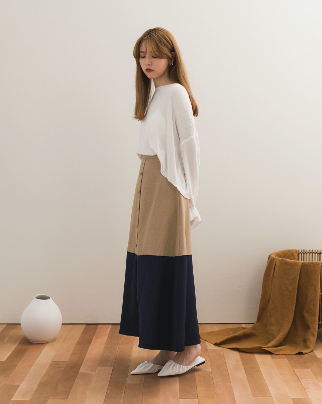 拼接裙襬設計/裝飾蘑菇釦/後有YKK隱形拉鍊/附內裡/無口袋