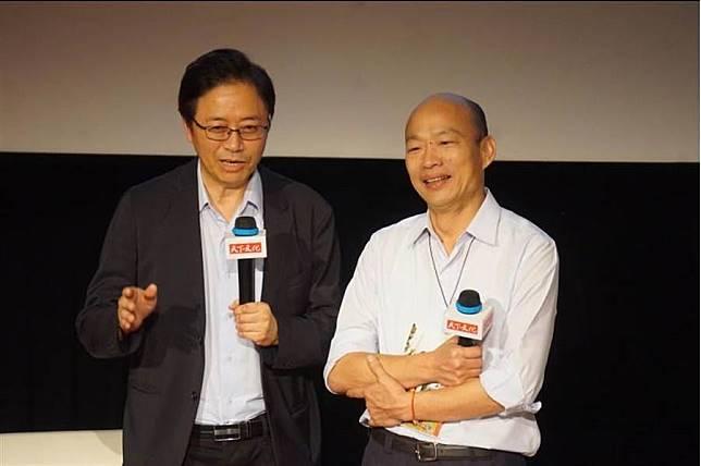高雄市長韓國瑜(右)今天下午出席前行政院長張善政(左)新書發表會。(柯宗緯攝)