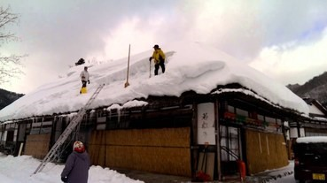 誰會去付錢體驗鏟雪???
