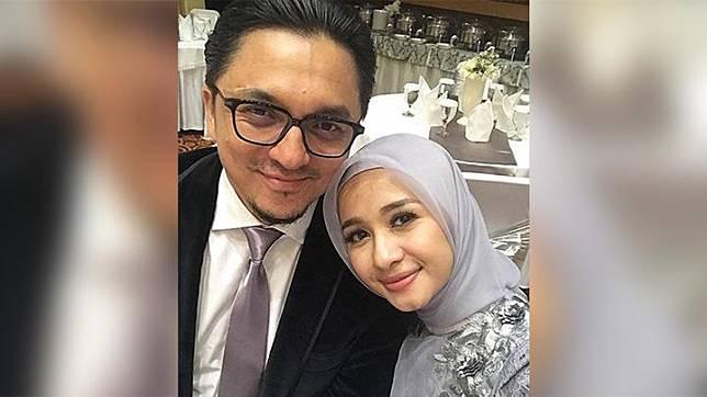 Namun berbeda dengan Laudya Cynthia Bella, Engku Emran masih tetap mempertahankan foto-foto kebersamaan mereka di Instagramnya. Foto terakhir bersama Bella yang diunggah Emran bertepatan dengan ulang tahun pernikahan mereka, 4 Agustus 2017.