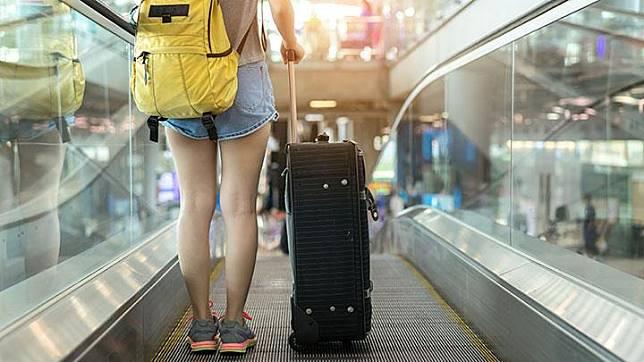 Ilustrasi bepergian dengan koper. Shutterstock