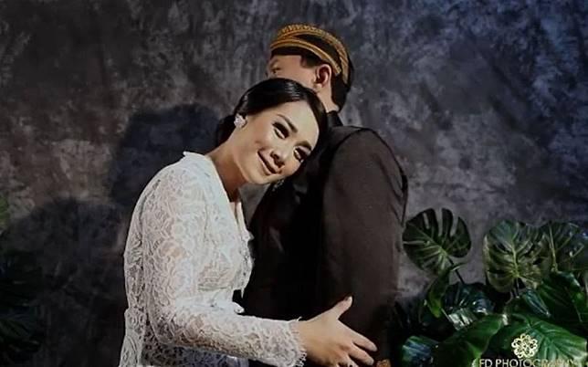Setelah Foto Prewedding Adat Jawa Beredar Ahok Dan Puput Nastiti Devi Kini Pamer Foto Tema Vintage Yang Jadi Sorotan Stylo Id Line Today