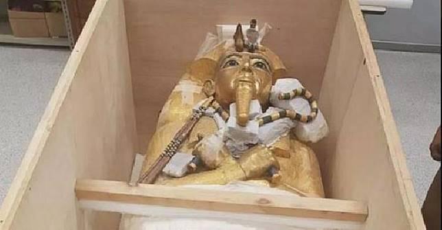 Mumi Raja Tutankhamun, seorang firaun abad 18. Kredit: Kementerian Barang Antik Mesir