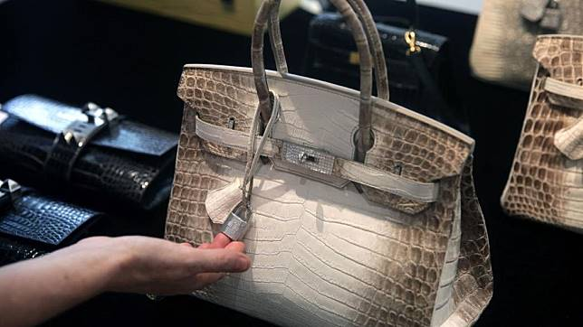 28bd6560ae92 ... coupon for foto hermès white himalayan birkin oleh isaac lawrence via  getty images. a577e 3b6de ...