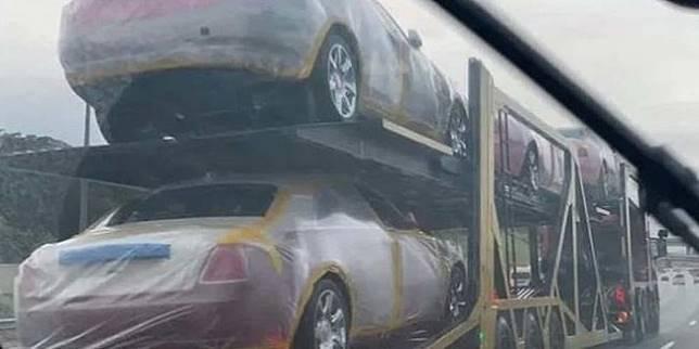 Truk yang diketahui mengangkut mobil mewah milik Raja Mswati III (Autoevolution)