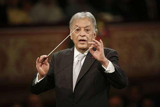 Indian conducter Zubin Mehta performs with the Vienna Philharmonic Orchestra during the New Year's Concert at the Golden Hall of the Musikverein on January 1, 2015 in Vienna.