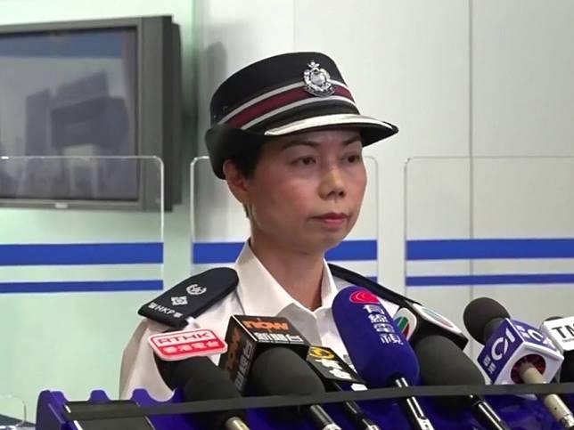 警察公共關係科高級警司余鎧均表示,警員生命受威脅,別無選擇開槍。(港台圖片)