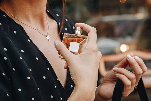 Inilah 7 Merk Parfum Perempuan Terbaik yang Tahan Lama