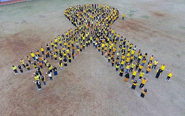 Cancer awareness: Participants of the 2018 Anyo Gold Ribbon Configuration form a huge yellow ribbon in Jakarta as part of a campaign for International Childhood Cancer Awareness Month in September.