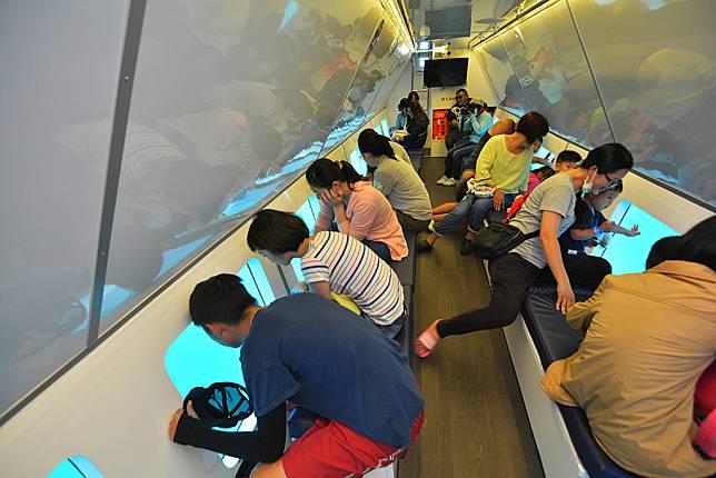 小琉球水上活動推薦-小琉球玻璃船透明船艙