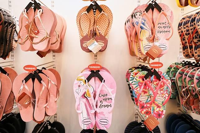 快閃店率先展示 Havaianas夏季男女裝及童裝人字拖鞋,以多款色彩繽紛及清新夏日圖案鞋款迎接盛夏。(互聯網)