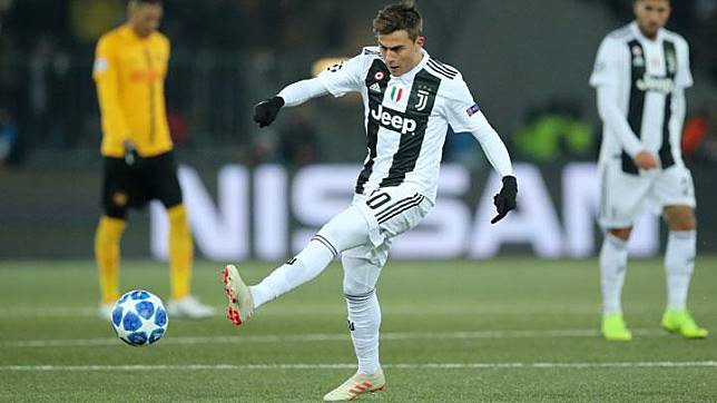 Penyerang Juventus, Paulo Dybala, mencetak gol ke gawang Young Boys dalam pertandingan grup H Liga Champions di Stade de Suisse, Bern, Swiss, 13 Desember 2018. REUTERS/Denis Balibouse