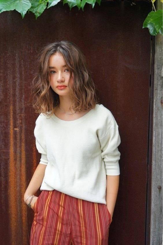 8 Gaya Rambut Pendek Ikal Agar 10 Tahun Lebih Muda Womantalk Com Line Today