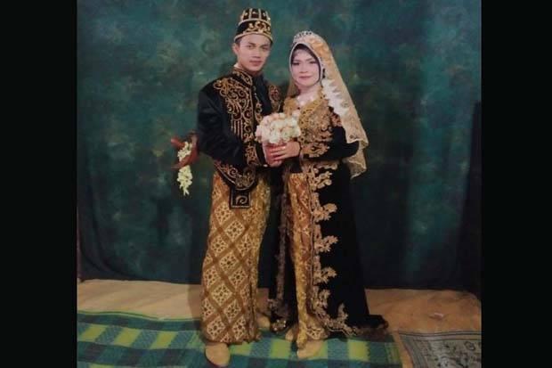 Pernikahan Unik, Perjaka 26 Tahun Nikahi Janda 50 Tahun