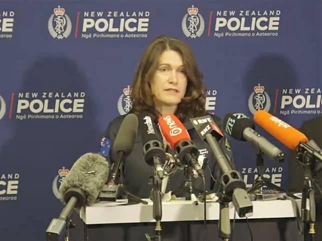 新西蘭警方就懷特島火山爆發召開記者會 (新西蘭警察facebook)