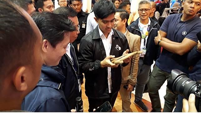 Putra bungsu Presiden Joko Widodo (Jokowi), Kaesang Pangarep hadir dalam perhelatan Gaikindo Indonesia International Auto Show (GIIAS).