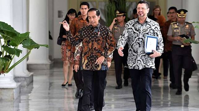 Presiden Joko Widodo dan Kepala Perwakilan Bank Dunia untuk Indonesia, Rodrigo Chaves, di Istana Bogor.