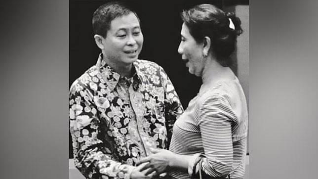 Mantan Menteri Energi dan Sumber Daya Mineral (ESDM), Ignasius Jonan, mengunggah potret hitam-putih berisi kenang-kenangan bersama bekas koleganya sesama menteri Jokowi, Susi Pudjiastuti, di akun Instagram, Sabtu, 26 Oktober 2019. instagram.com/ignasius.jonan