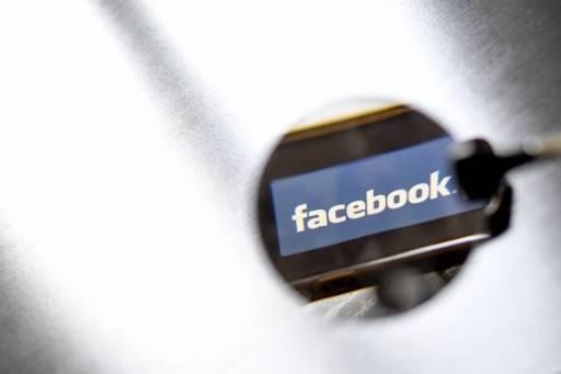 LOIC VENANCE / AFP เฟซบุ๊คจับตาผู้ลงโฆษณาเกี่ยวกับการเมือง