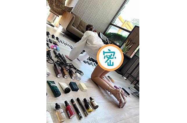 ▲有網友分享美髮師真人開箱的側拍照,修長美腿曲線畢露,邪惡視角超母湯。(圖/翻攝自爆廢公社二館)