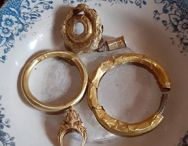 6 Fakta Tukang Gali Kubur Temukan Harta Karun Purbakala, Berat Emasnya Mencengangkan