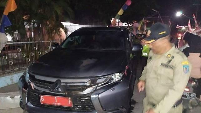 Mitsubishi Pajero Sport Bupati Tegal diserang oleh orang tak dikenal.