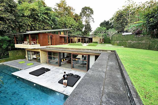 Pesona Villa Minimalis Yang Menyatu Dengan Alam Di Bali