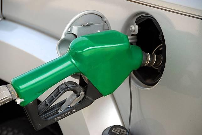 pumping-gas-1631634_960_720-2-1-1-1