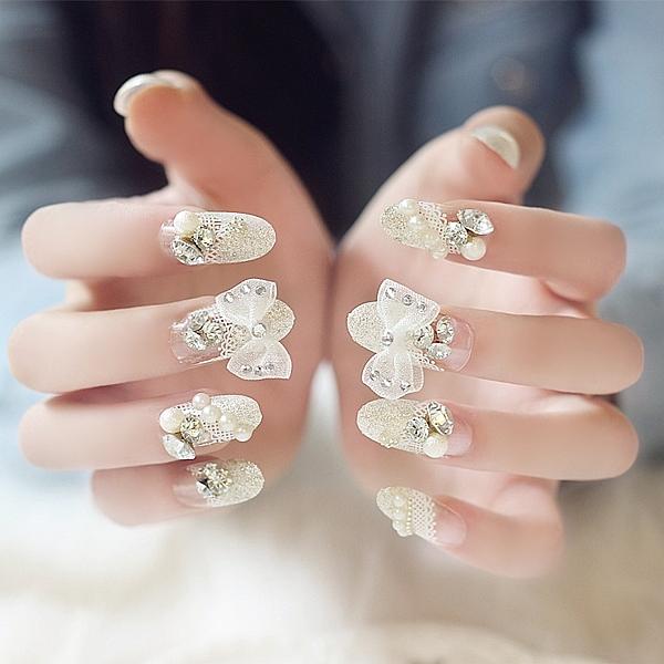 配洋裝彩繪美甲貼婚紗拍照成品假指甲 銀色大蝴蝶結蕾絲法式假指甲貼片甲片【可重複使用】