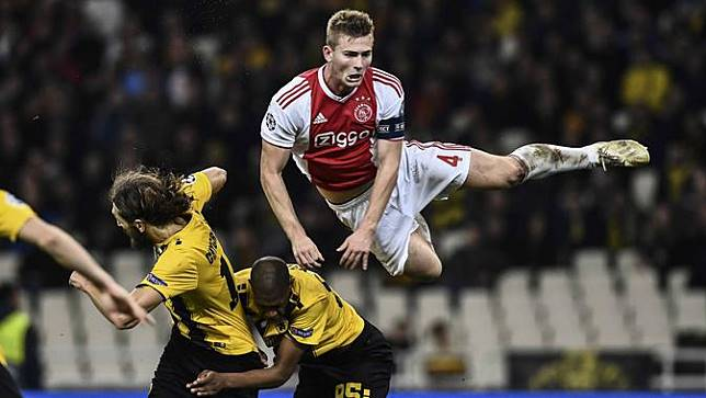 Saling Puji dengan Van Dijk, Sinyal Wonderkid Ajax ke Liverpool?