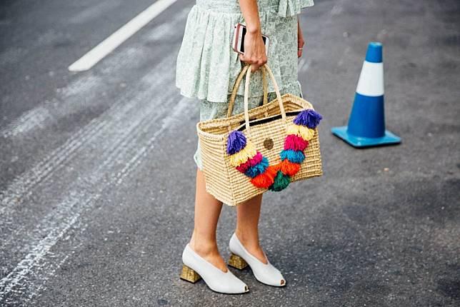 Lengkapi Gaya OOTD dengan Straw Bag yang Masih Happening Dikalangan Street Styler!