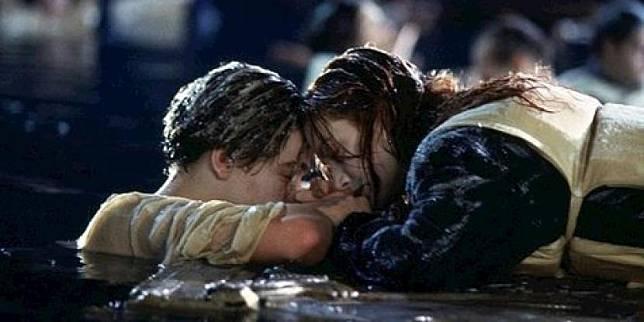 Salah satu adegan di film Titanic.