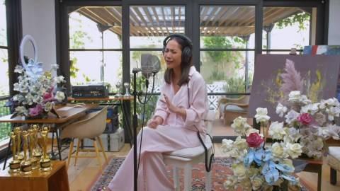 Senyum Tegar Bunga Citra Lestari saat Tutup Virtual Showcase Melangkah Lagi