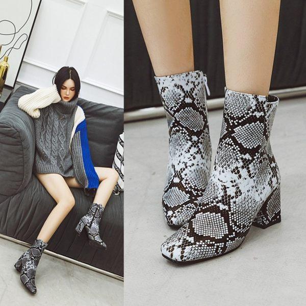 顏色:黑/白/棕 鞋面:蛇紋PU 鞋底:橡膠防滑底 跟高:9cm 筒高:12cm