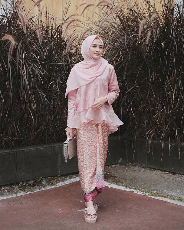 10 Inspirasi Fashion Kondangan ala Selebgram Hijab yang Bisa Ditiru
