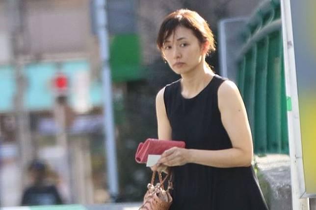 伊藤綾子被拍到從新豪宅外出購物。